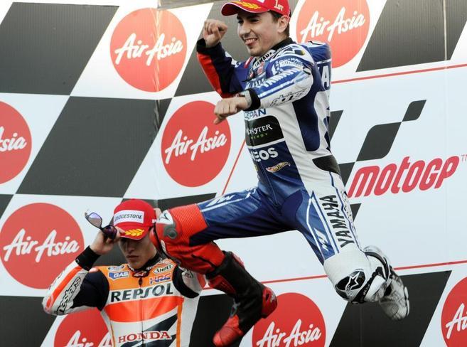 Jorge Lorenzo celebra su triunfo en el podio de Motegi.