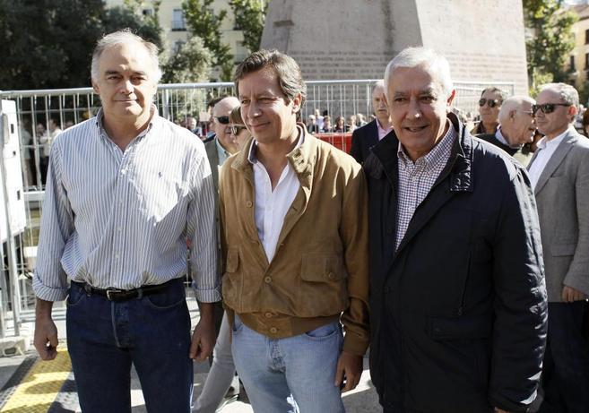 Los tres vicesecretarios generales del PP posan durante la...