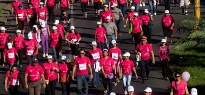 Marcha contra el cáncer de mama en Managua (Nicaragua)