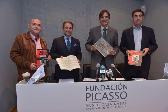 Los responsables de la Casa Natal y de la Fundación Málaga, en la...