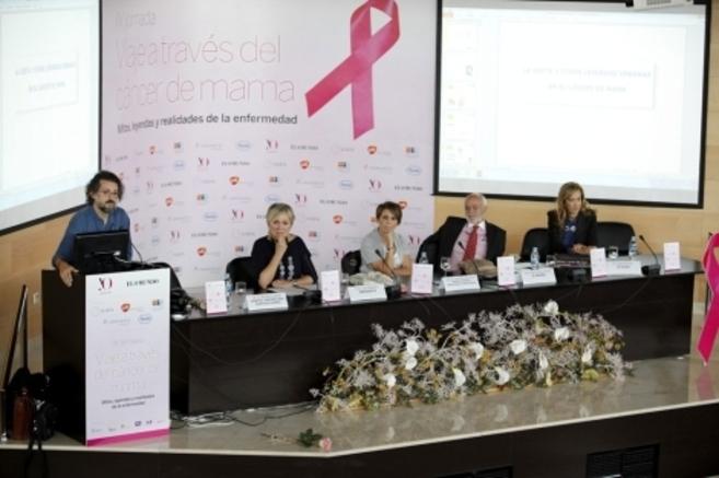 Varios de los ponentes y organizadores de la jornada sobre cáncer de...