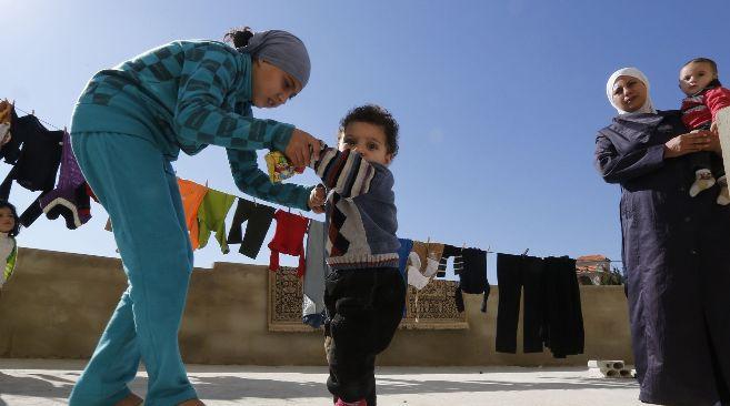Madre y niña sirias en Líbano.