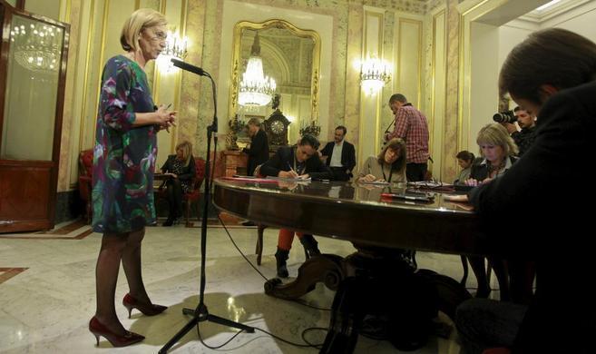 Rosa Díez, durante la rueda de prensa que ha ofrecido hoy en el...