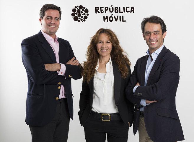 Cosme Primo de Rivera, Eva García Nieto y Carlos Vecino Momtalvo, del...