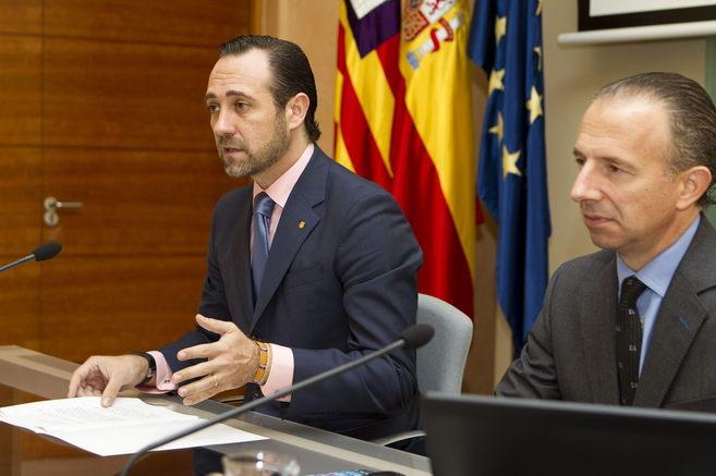 El presidente de Baleares y el consejero de Turismo y Deportes, Carlos...