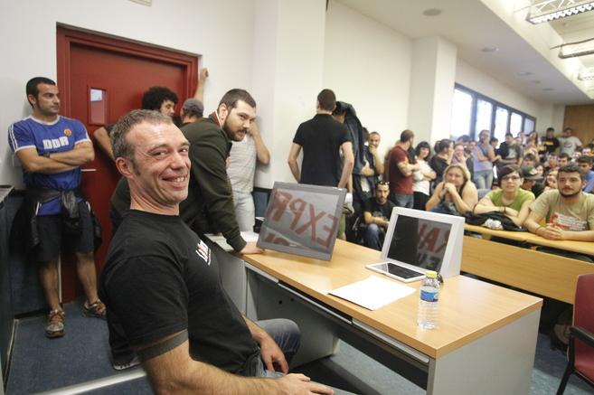 'Juanra', ex colaborador de ETA, antes de comenzar su charla...