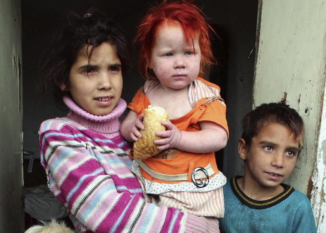 Tres de los hermanos biológicos de María.