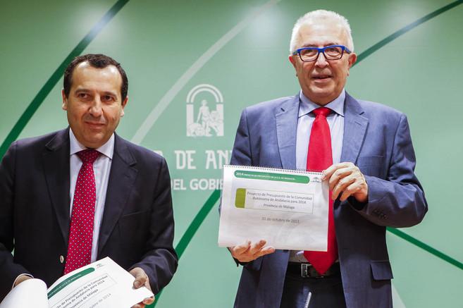 El delegado del Gobierno, José Luis Ruiz Espejo, y el consejero de...