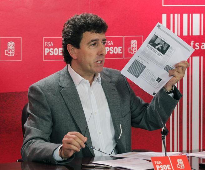 Jesús Gutiérrez en la rueda de prensa ofrecida en Oviedo.