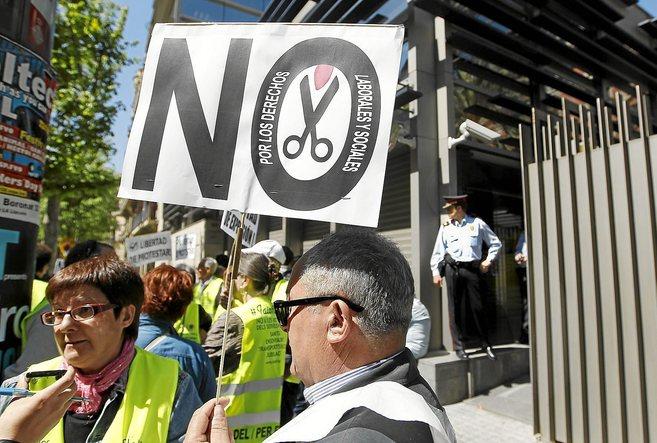 Manifestación de yayoflautas ante la conselleria del interior de...