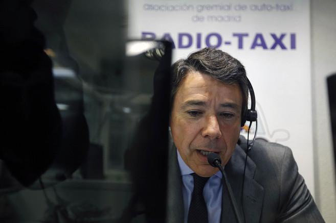 Ignacio González en la emisora de los taxistas.
