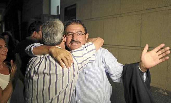Salvador Mera, a su salida del juzgado tras declarar ante la juez como...