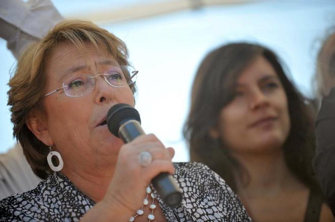 Michelle Bachelet habla en un acto público