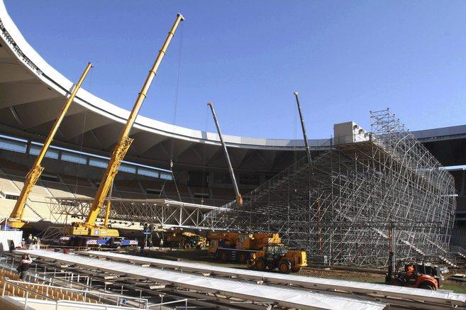 Obras de instalación de la cubierta para la celebración de la Copa...