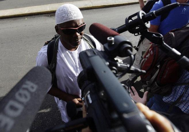 William Potts atiende a los medios en La Habana.