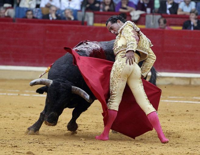 Iván Fandiño, en la cuarta corrida de la Feria del Pilar de...