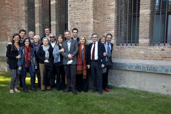 Familiares, alumnos y amigos de Eugenio Trías, junto a la...