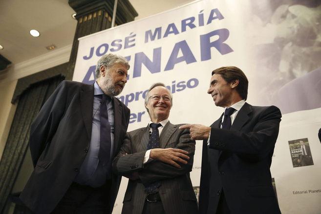 Aznar, junto a José María Fidalgo y Josep Piqué.