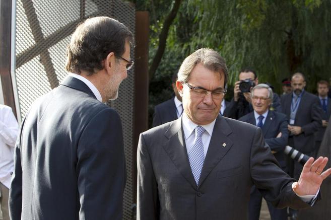 Mas recibe a Rajoy en el palacio de Pedralbes durante el foro europeo.