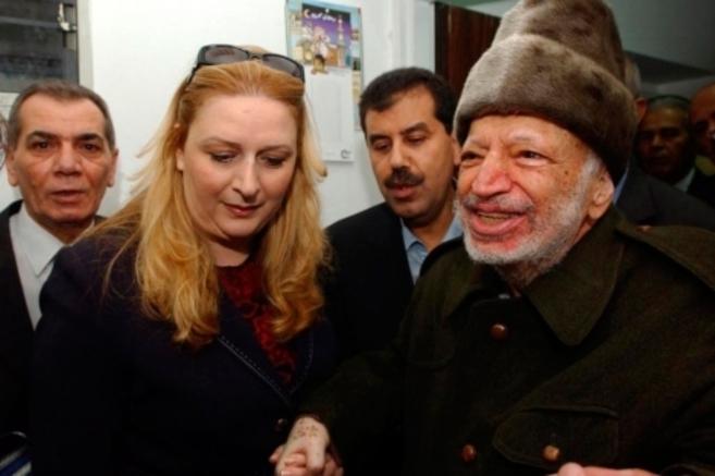 Yasir Arafat y su mujer Suha, en 2004.