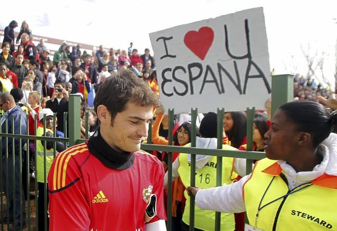 Casillas durante un entrenamiento de la selección española en...