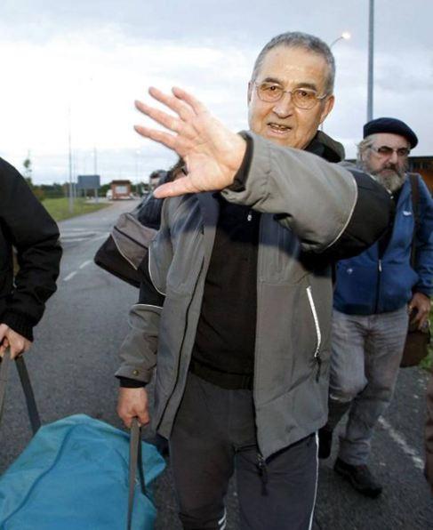 Domingo Troitiño se tapa la cara con mano.