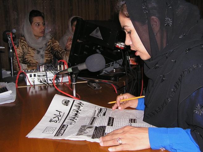 Una emisora de radio para mujeres en Kabul