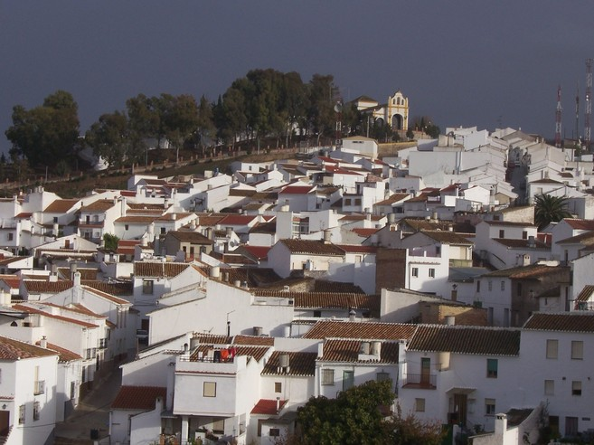 Vista de Colmenar, con la ermita de Nuestra Señora de la Candelaria...