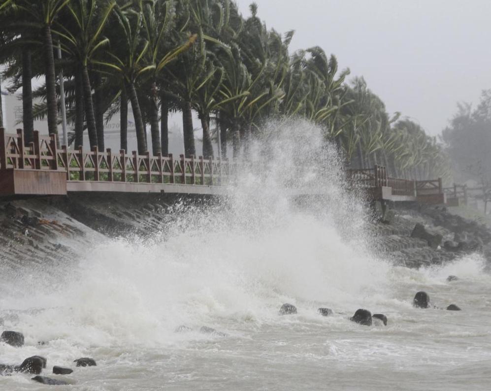 Hasta dos metros han alcanzado las olas.