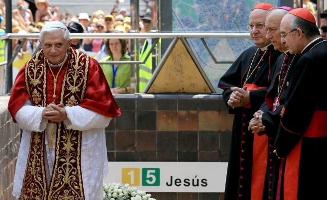 El Papa Benedicto XVI, durante su visita a Valencia en julio de 2006.