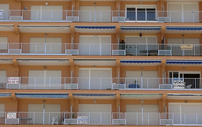 Apartamentos en alquiler y a la venta en primera linea de costa de...
