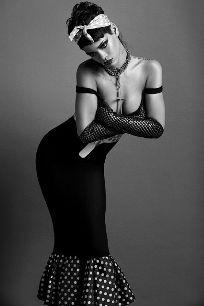En las sesiones de fotos, Rihanna continúa mostrando su lado más...