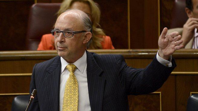 El ministro de Hacienda, Cristóbal Montoro en el Congreso de los...