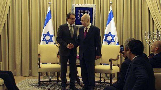 El presidente de la Generalitat, Artur Mas, con el presidente de...