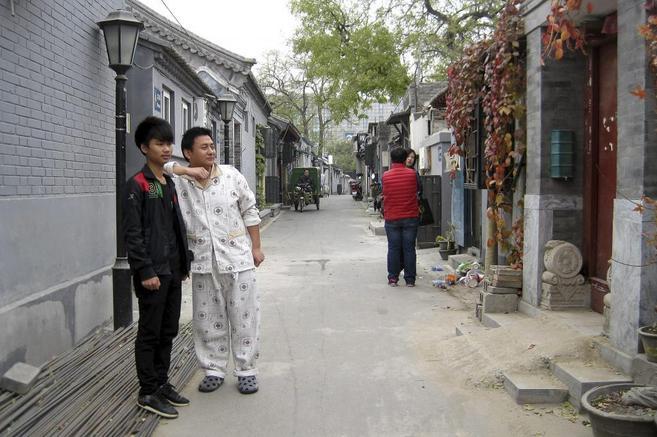 Los dos jóvenes Lei Peng y Li Sai, jóvenes inmigrantes, en Pekín