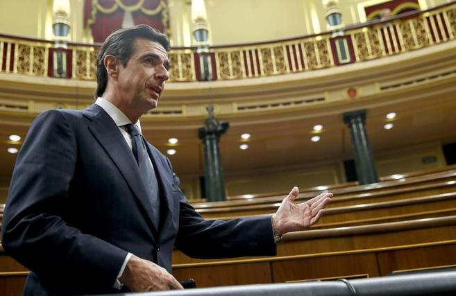 El ministro de Industria, Energía y Turismo, José Manuel Soria, en...