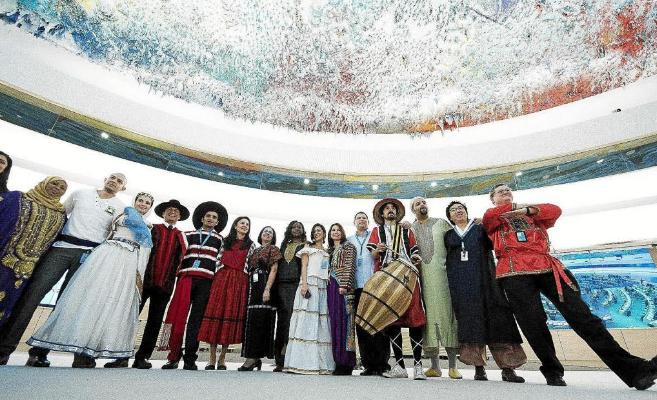 Diplomáticos visitan la sede del Consejo de Derechos Humanos de la...