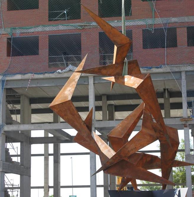 La escultura se ha instalado en la calle Luis Moya