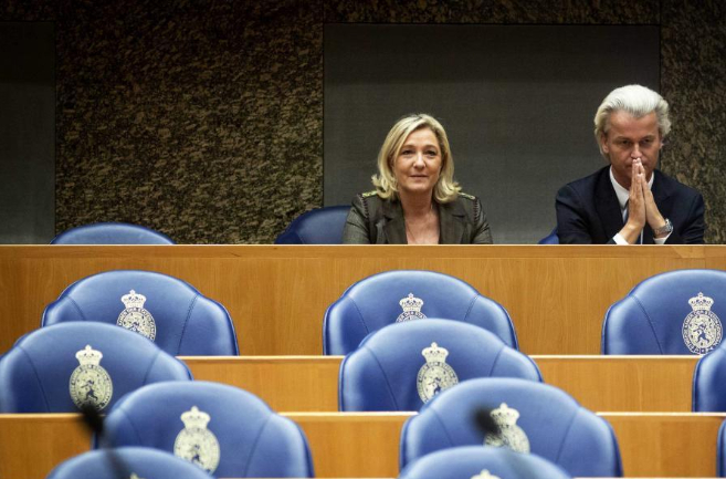 El neerlandés Geert Wilders, presidente del PVV, y la líder del FN...