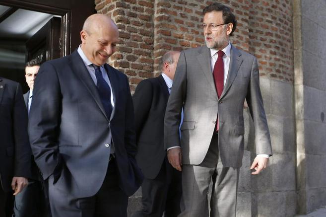Mariano Rajoy charla con José Ignacio Wert.