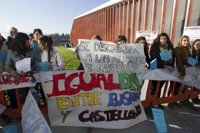 """Estudiantes protestan por la """"discriminación"""" de la UPV a..."""
