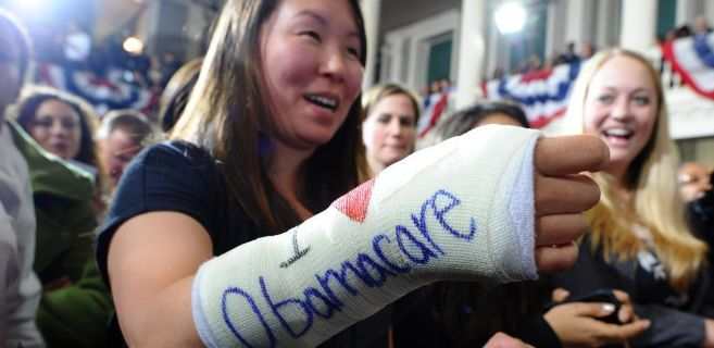 Una seguidora de Obama muestra su apoyo al 'Obamacare'