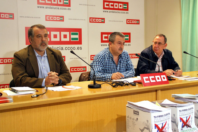 Los responsables del informe, José G. Campoy, Humberto Muñoz y...