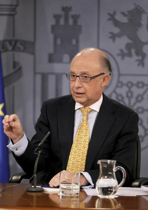 El ministro de Hacienda, Cristóbal Montoro, durante el Consejo de...