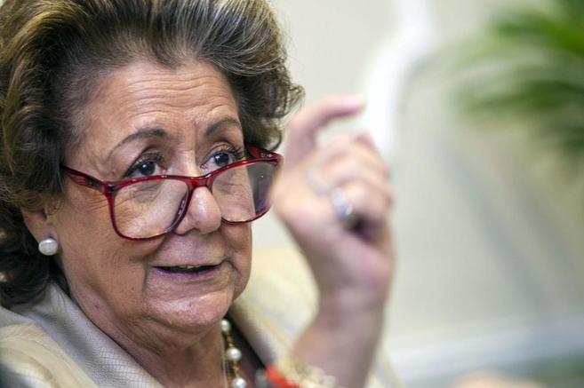 La alcaldesa de Valencia, Rita Barberá, durante la rueda de prensa de...