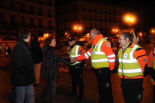 Ana Botella, en la Puerta del Sol, saluda a los responsables del...
