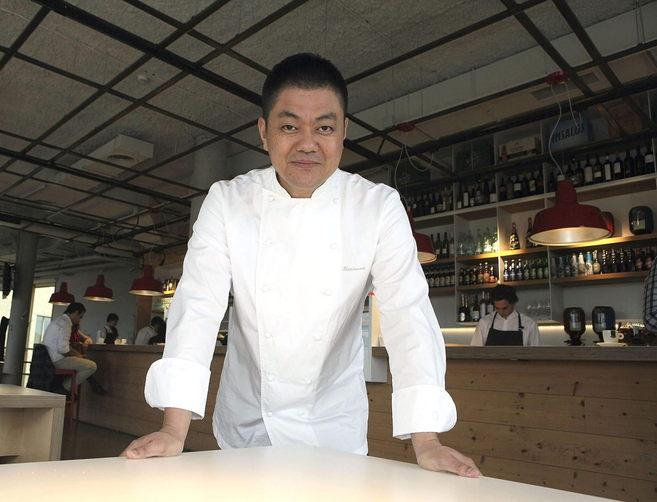 El cocinero Yoshihiro Narisawa en el Basque Culinari Center.