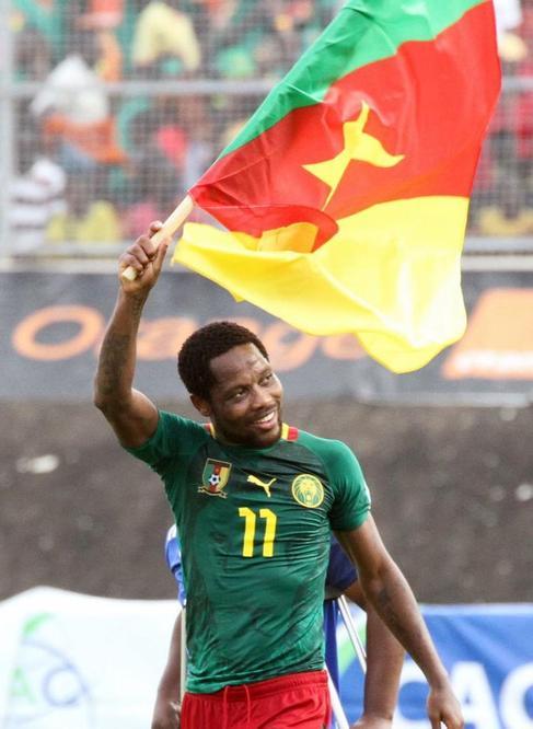 El camerunés Jean Makoun celebra el pase al Mundial.
