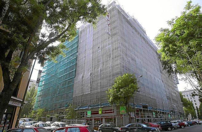 Imagen de archivo de un edificio en rehabilitación en Madrid.