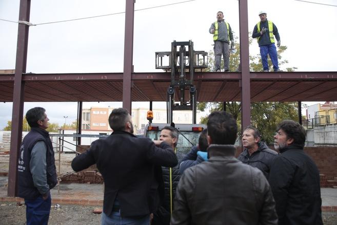 Vecinos de La Paz discuten con los trabajadores de la obra.